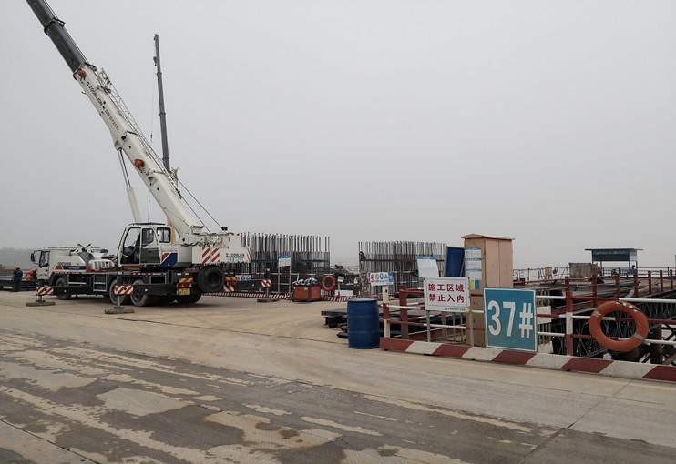 预制装配式结构;桥型为空心板,装配式部分预应力砼连续梁箱梁.